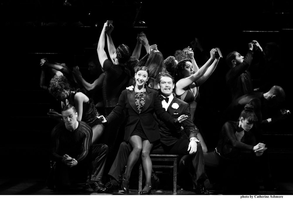 chicago-hayley-tamaddon-as-roxie-hart-and-john-partridge-as-billy-flynn-photo-by-catherine-ashmore