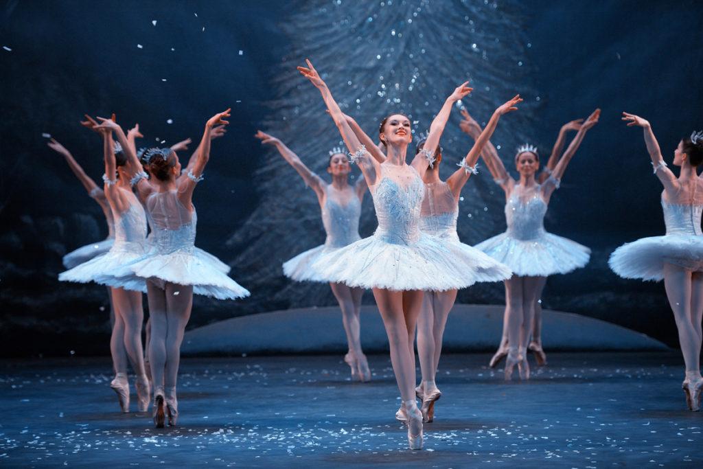 jeanette-kakareka-in-english-national-ballets-nutcracker-c-laurent-liotardo